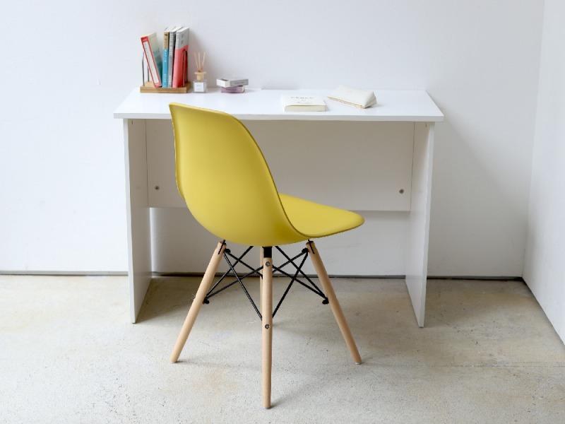 おしゃれなデザイン性に優れた机とイスのセット